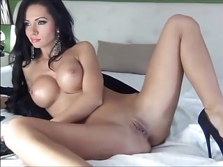 Stunning brunette like my dick on cam