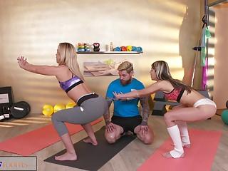 Fitness Rooms Horny girls seduce big dick gym instructor