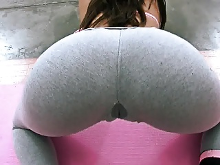 Perfect Teen Brunette Perfect Ass and Cameltoe in Yoga Pants