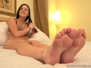 Marley Matthews Has Her Feet Worshipped With Cum Shot