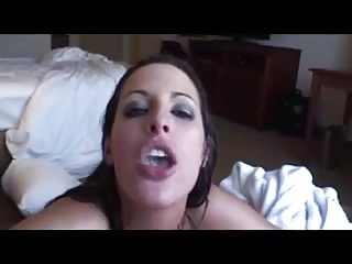 Slut blows her man and swallows in their hotel room