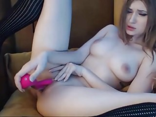 Cute Teen play on webcam!