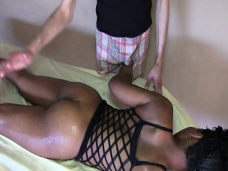 Nyomi Roze massage service
