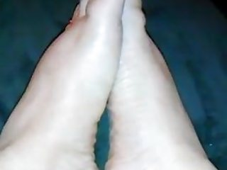 cream on filipina feet