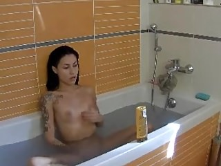 girl quick masturbation while taking a bath