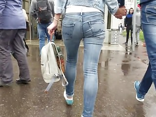 Young woman wriggle ass in tight jeans