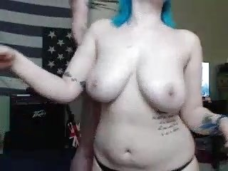 Chubby camwhore giving amazing blowjob