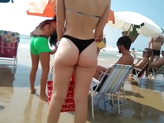 Amazing skinny girl with a fantastic ass on the beach !